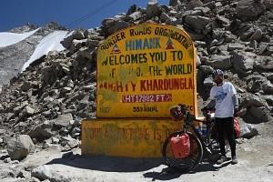 Indie, Ladakh, przełęcz Khardong La 5360 m. n.p.m.
