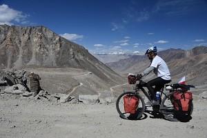 Indie, Ladakh, zjazd z przełęczy Khardong La 5360 m. n.p.m.
