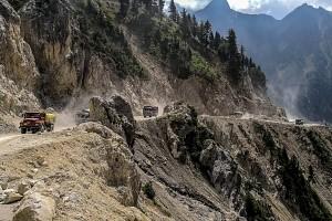 Indie, Kaszmir, podjazd na przełecz Zoji La